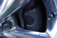 Etrier de Freins peinture metal frapp� bouchon antivol et valve chrome.JPG