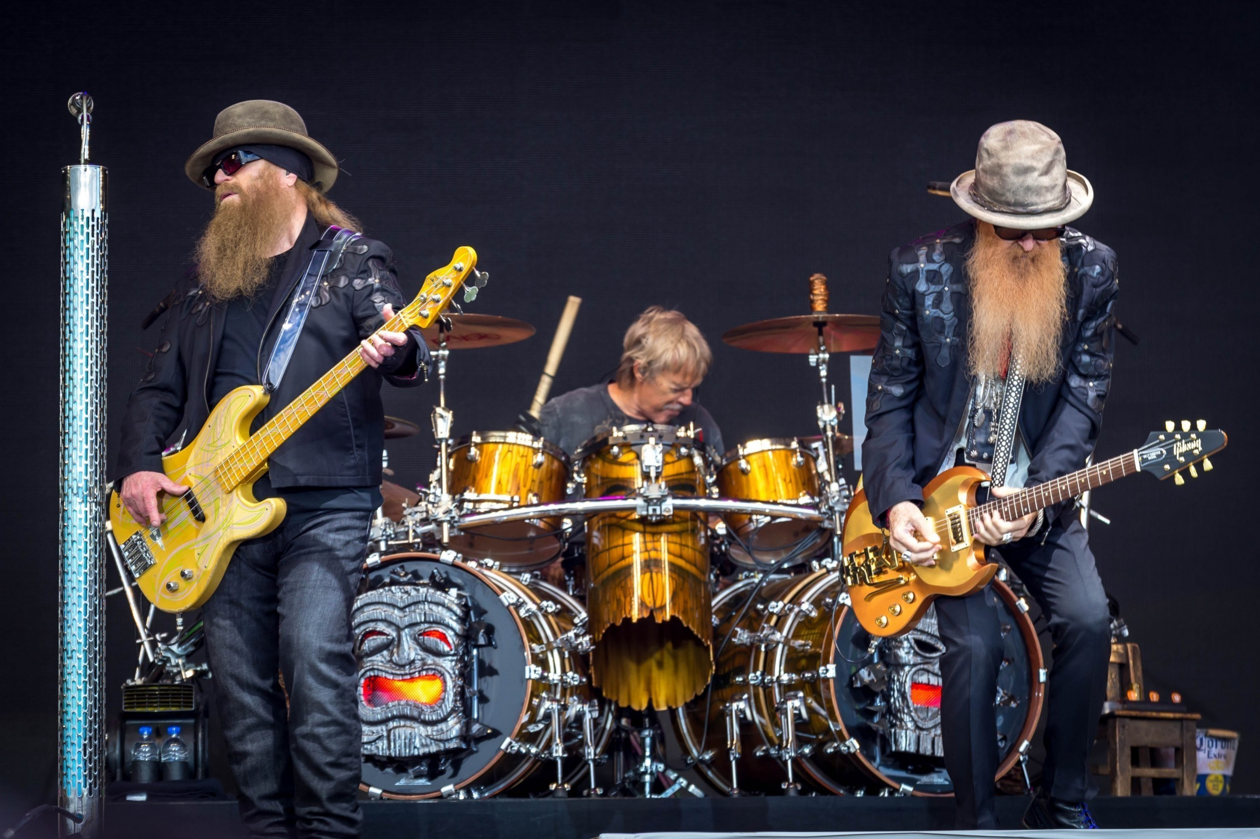 ZZ_Top_on_the_Pyramid_Stage_at_Glastonbury_2016_IMG_8527_(27374417884).jpg
